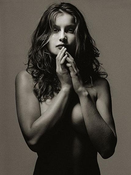 ALBERT WATSON: Laetitia Casta, NY, 1996 - 120 x 150 cm