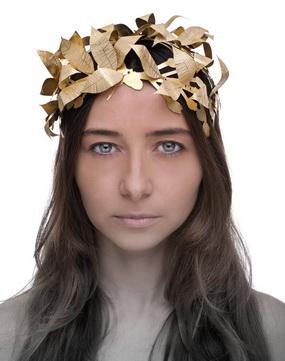 """""""Myrsine"""" argento, ottone dotato: (Myrsine, giovane donna che in olimpiade battè un giovane e venne per questa tramutata in pianta di mirto. Ecco l'abitudine di cingere il capo dei vincitori dei giochi con una corona di mirto"""