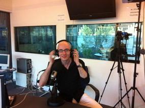 Valentino Odorico durante una diretta radio